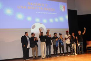 """""""Razzisti? Una brutta razza"""": a Catanzaro oltre 500 ragazzi ascoltano i consigli del Ct Conte"""