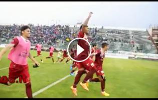 VIDEO – In campo con icalciatori amaranto durante la festa al fischio finale del derby