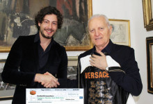 """Old Star Game"", consegnati 4.500 euro al presidente di Operation Smile Santo Versace"