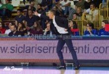"""Viola, l'appello di coach Mecacci: """"Il basket a Reggio non può scomparire. Non abbiamo competenze specifiche, vogliamo solo vincere con questi colori"""""""