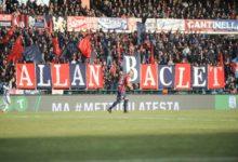 [FOTO NOTIZIA] Cosenza-Ascoli, i tifosi rossoblù salutano Baclet con una coreografia