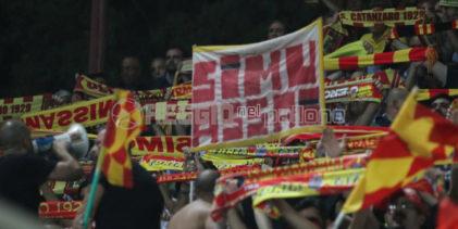 """Reggina-Catanzaro non finisce più. I giallorossi: """"Accuse infondate di Taibi, solidarietà ad Auteri"""""""