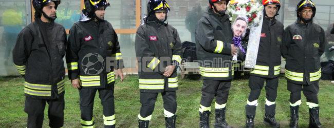 """""""Il pompiere paura non ne ha"""": Reggina-Potenza, l'omaggio del Granillo ai tre eroi di Alessandria"""