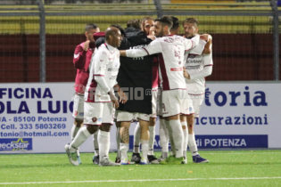 Cavese-Reggina 3-0, le pagelle amaranto: sufficienza per Rolando, Reginaldo in ombra