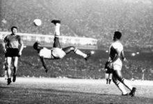 """""""O Rei"""" compie 80 anni: auguri al fenomeno Pelé, la storia del calcio"""