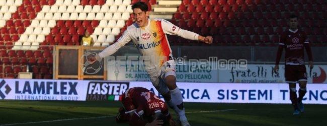 """La Reggina spreca, il Lecce ringrazia ed espugna il """"Granillo"""""""