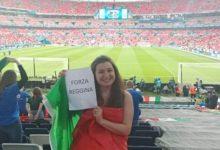"""""""Forza Reggina"""": il cartello di Alessia nella notte di Wembley"""